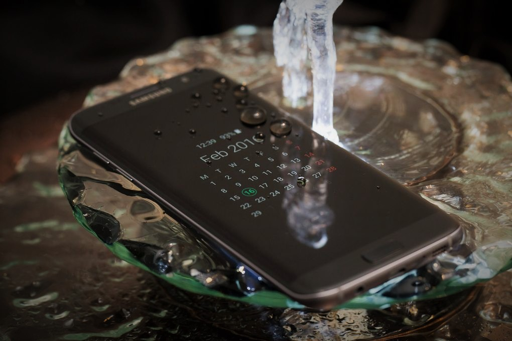 Samsung S7 Water and dust features